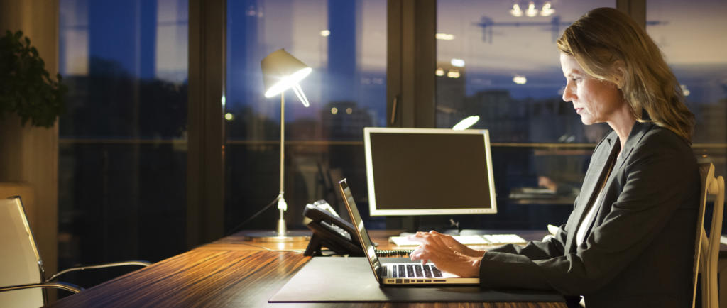 Accounts receivable fraud - working late is a warning sign of fraud at work